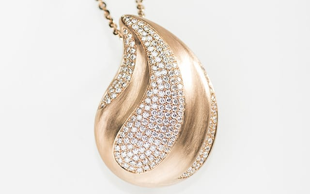 The Last Teardrop; Treasures made entirely by hand… the Golden Age of elegant jewellery meets the innovative style of the 21st century. Wearable art now takes on the form of pure, precious gold embellished with exquisite gems, rare pieces that – out of necessity – may only be savoured by the few.